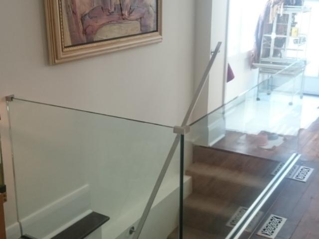 modern glass railing in toronto