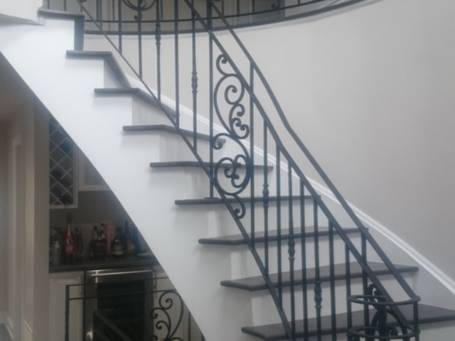 curved stairs railing