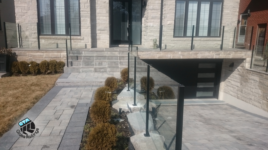exterior topless glass railing