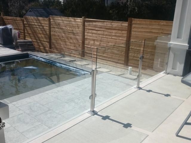 glass railing for pools