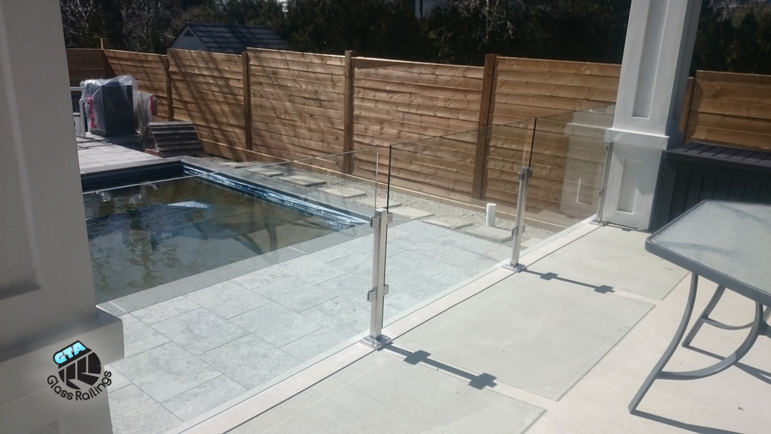 glass railing for pools